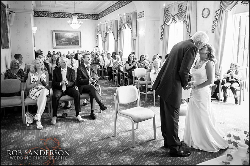 Warrington Town Hall wedding photo first kiss
