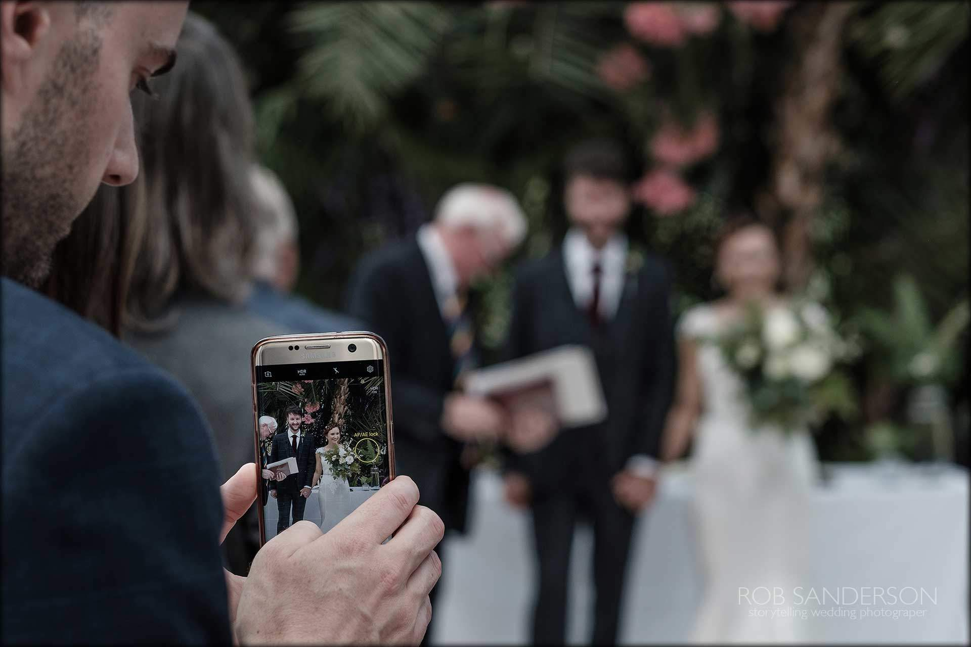 mobile phone wedding photography